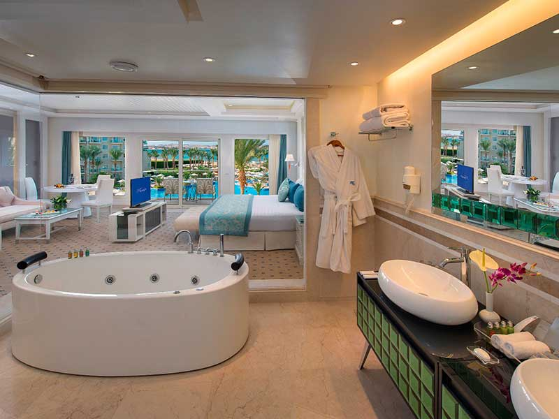 Majestic Suite Prime Sea View and Pool View